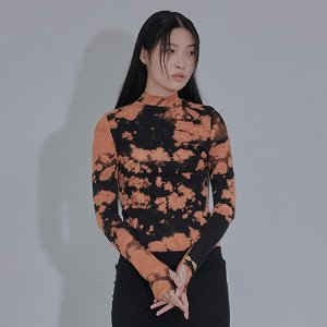 [XYZ] TIE DYE GLOVES TURTLENECK - BLACK & ORANGE